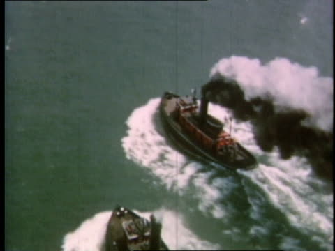 vidéos et rushes de 1951 ha tugboats racing on the detroit river / michigan, united states - remorqueur