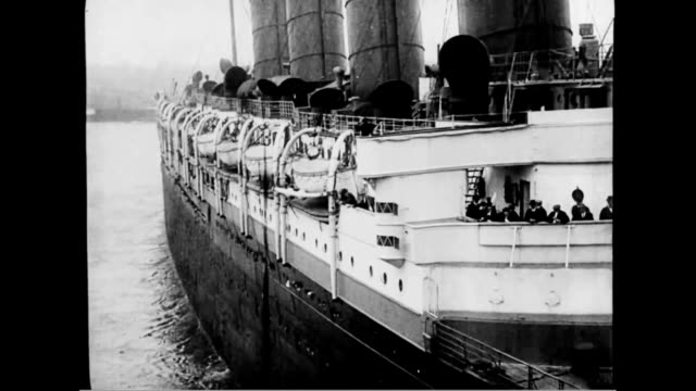 tugs maneuver the lusitania into the channel - 1910~1919年点の映像素材/bロール