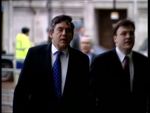 Government cajoling ministers ITN ENGLAND London Gordon Brown MP towards along to building to give speech to business leaders PAN Gordon Brown MP...