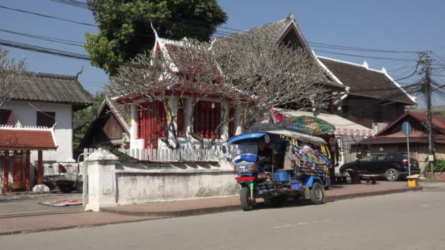 a tuk tuk starts - rickshaw stock videos & royalty-free footage