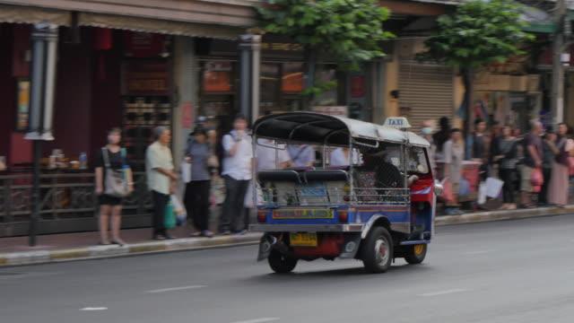 Tuk-tuk on Yaowarat Road, Chinatown, Bangkok, Thailand, Southeast Asia, Asia