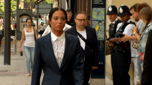 tulisa contostavlos calls for 'sun on sunday' newspaper to be shut down; t25071404 / tx 25.7.2014 stratford: ext tulisa arriving at court where she... - リチャード・パロット点の映像素材/bロール