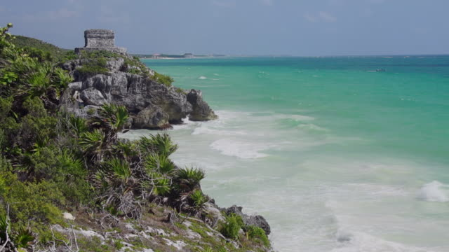 vídeos de stock e filmes b-roll de tulum ruins and beach - riviera maia