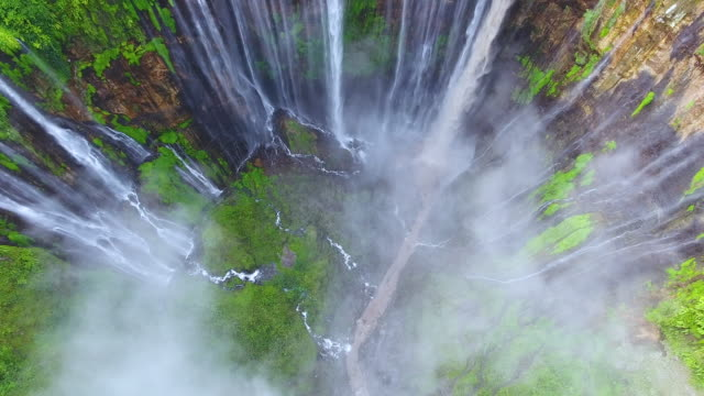 vídeos de stock e filmes b-roll de tumpak sewu waterfalls - indonesia