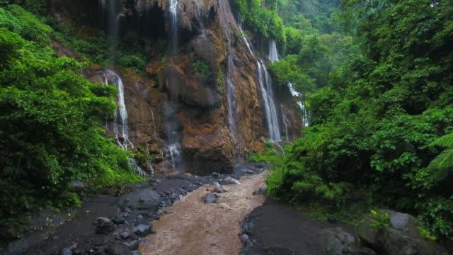 vídeos de stock e filmes b-roll de tumpak sewu waterfalls - ambiente dramático