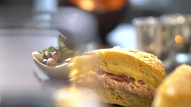 vidéos et rushes de tuna melt sandwich - anorexie nerveuse