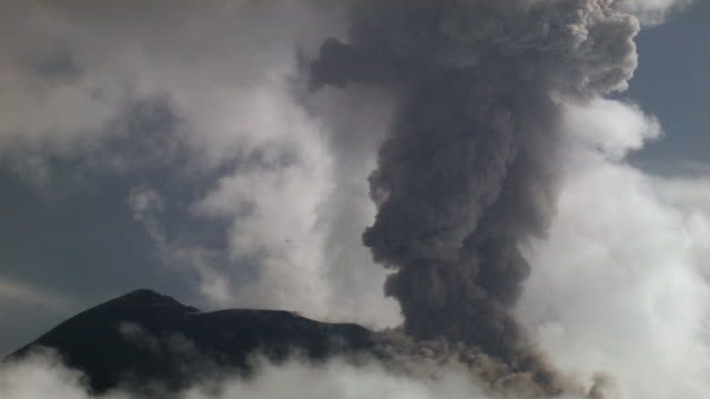 tungurahua volcano erupting, february 2004, ecuador. speeded up 20x. - volcano stock videos & royalty-free footage