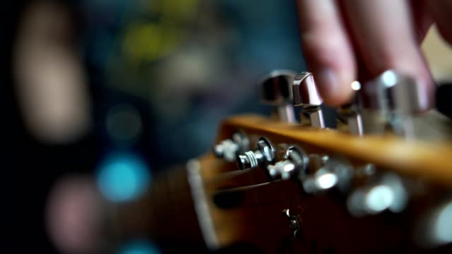 stockvideo's en b-roll-footage met tuning gitaar - stem thema