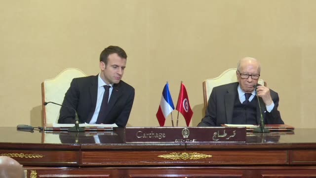 vídeos de stock e filmes b-roll de tunisian president beji caid essebsi and french president emmanuel macron oversaw an agreement signature ceremony wednesday at the presidential... - cartago tunes