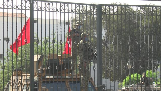 tunisian security forces tightened security measures in front of parliament on monday as ennahda movement supporters gathered to protest president... - primo ministro video stock e b–roll