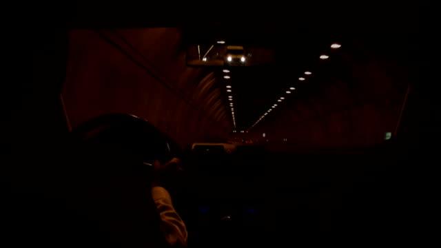 トンネル練習場 - 方向標識点の映像素材/bロール