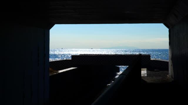 海へのトンネル - 相模湾点の映像素材/bロール