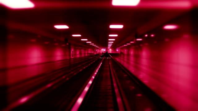 トンネル - 地下鉄駅点の映像素材/bロール