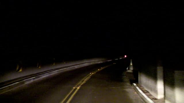 vídeos de stock, filmes e b-roll de tunnel - tunnel