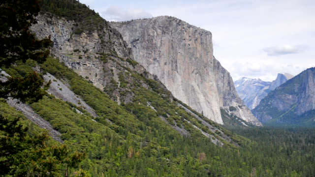 tunnel view, yosemite national park, california, usa - el capitan yosemite national park stock videos and b-roll footage