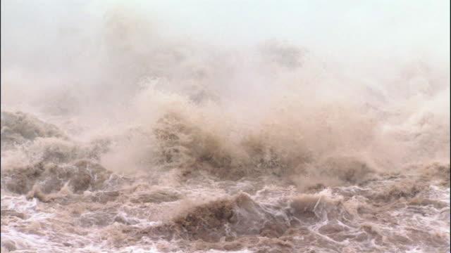 turbulent waters below xioalangdi dam - dam stock videos & royalty-free footage