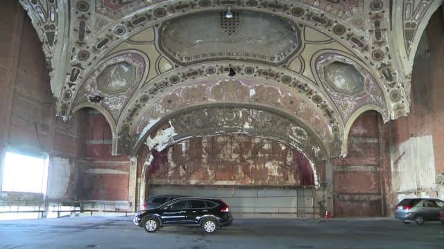 Turismo en las ruinas de Detroit on October 27 2013 in Detroit Michigan