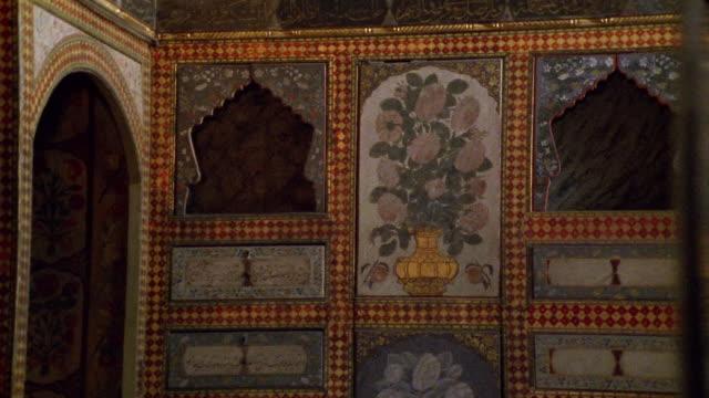 cu, pan, turkey, istanbul, topkapi palace, decorated wall - stile del xvi secolo video stock e b–roll