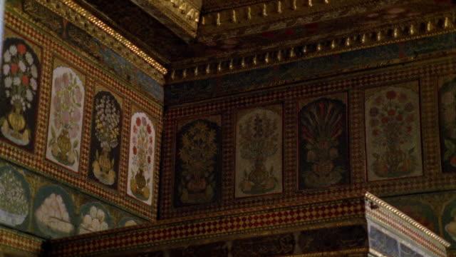 vídeos y material grabado en eventos de stock de cu, turkey, istanbul, topkapi palace, decorated wall - palacio interior