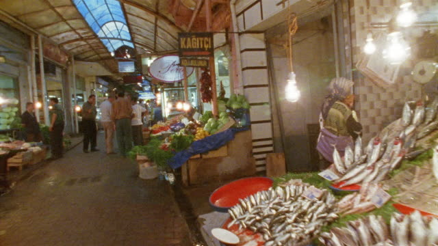 pov, turkey, istanbul, walking through farmer's market - kopfsteinpflaster stock-videos und b-roll-filmmaterial