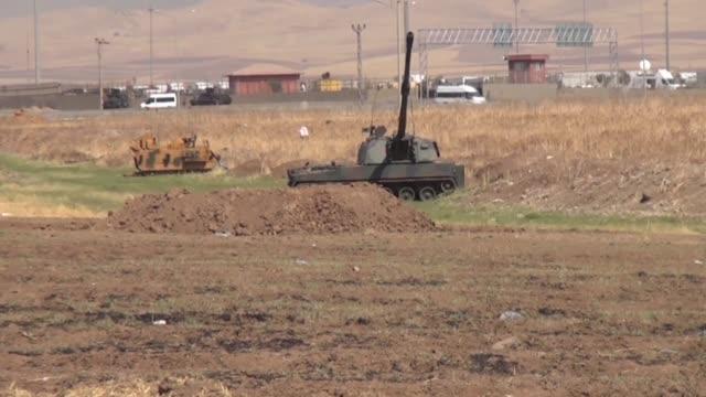 turkey launches military exercises in the silopi and habur areas on the iraqi border on september 19 2017 in sirnak turkey the manoeuvers come a week... - militärövning bildbanksvideor och videomaterial från bakom kulisserna