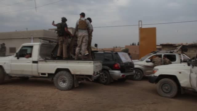 vídeos y material grabado en eventos de stock de turkeybacked syrian national army soldiers continue operations against terrorists in syria's tal abyad district on october 17 2019 as operation peace... - isis