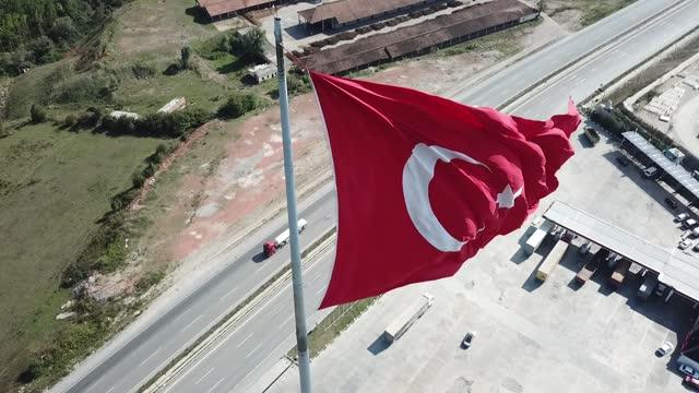トルコ最大のトルコ国旗 - 旗棒点の映像素材/bロール