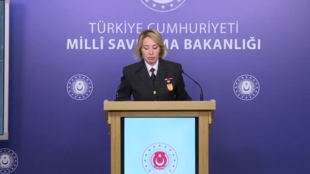 vídeos de stock e filmes b-roll de turkey's defense ministry spokeswoman lieutenant commander nadide sebnem aktop speaks to media at turkish ministry of defense in ankara turkey on... - ministério da defesa