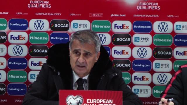 vídeos de stock, filmes e b-roll de turkey's head coach senol gunes attends a press conference following the uefa euro 2020 qualifying group h football match between andorra and turkey... - senol guenes