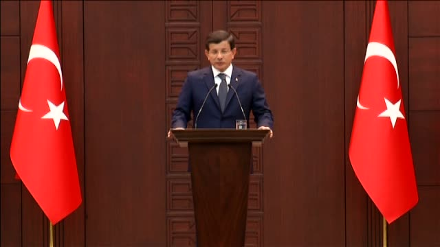 turkey's prime minister ahmer davutoglu delivers a speech during a press conference at cankaya mansion after an explosion close to ankara's main... - primo ministro turco video stock e b–roll