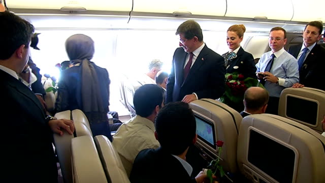 turkey's prime minister ahmet davutoglu and his wife sare davutoglu give red roses to the freed hostages who have been brought to turkey after being... - primo ministro turco video stock e b–roll
