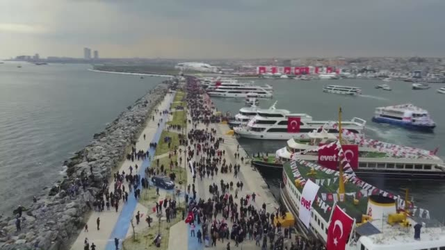 turkey's prime minister and the leader of the turkey's ruling justice and development party binali yildirim and his wife semiha yildirim salute the... - türkischer premierminister stock-videos und b-roll-filmmaterial