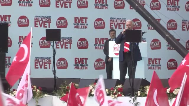 """turkey's prime minister and the leader of the turkey's ruling justice and development party, binali yildirim addresses the crowd during """"izmir... - primo ministro turco video stock e b–roll"""