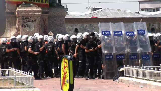 turkey's prime minister recep tayyip erdogan has agreed to meet antigovernment protest leaders it's his first major concession since violent... - demonstrant stock-videos und b-roll-filmmaterial