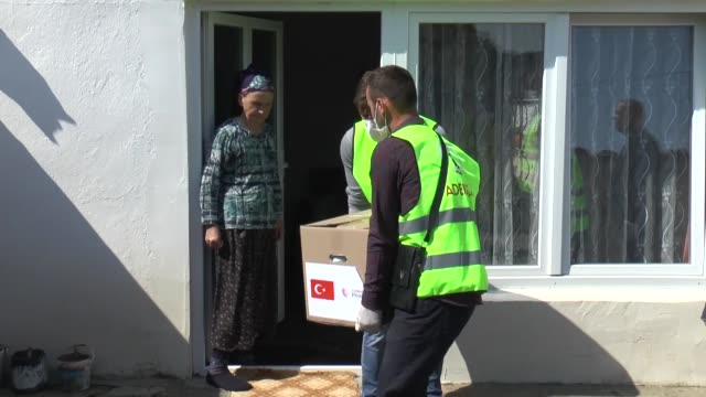 vídeos de stock, filmes e b-roll de turkey's staterun aid agency has started to deliver a total of 2500 aid packages that will be distributed to orphans elderly disabled people chronic... - república da macedônia