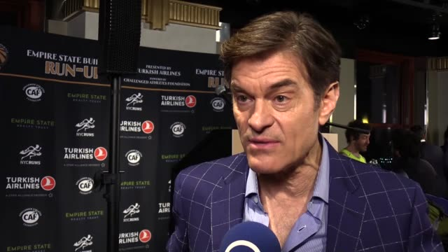 turkish airlines has cemented its global brand power by collaborating with the turkish-american cardiothoracic surgeon dr. mehmet oz, who is widely... - television game show stock-videos und b-roll-filmmaterial