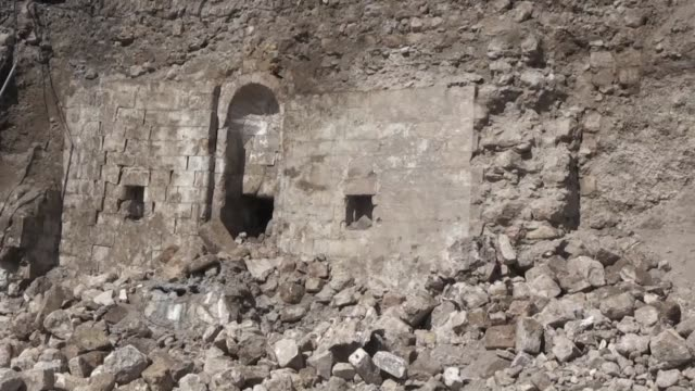 vídeos de stock e filmes b-roll de turkish architects found the ruins of an ottoman era mosque after a retaining wall collapsed on march 04 2019 in the southeastern province of mardin... - encontrar