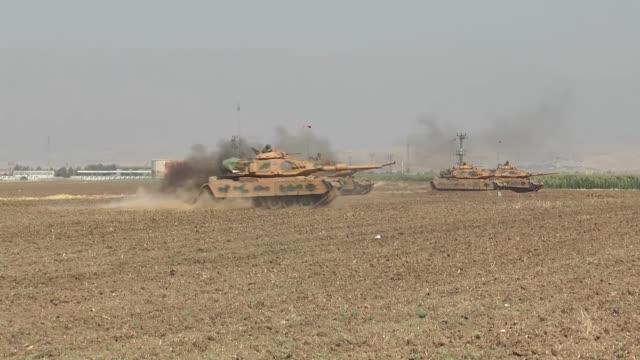 turkish armed forces continue their military exercises on its fifth day in the silopi and habur areas on the iraqi border on september 22 2017 in... - militärövning bildbanksvideor och videomaterial från bakom kulisserna