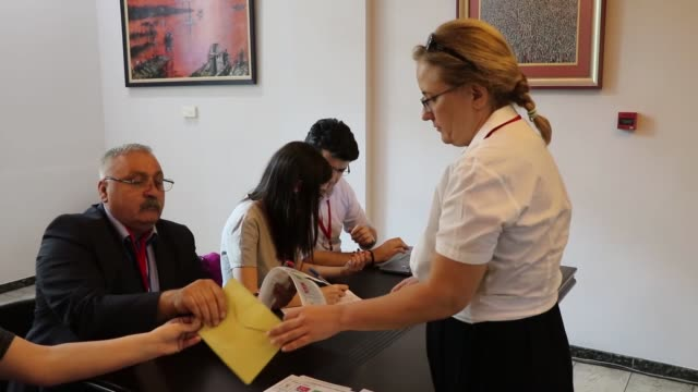 vídeos y material grabado en eventos de stock de turkish citizens living in georgia, cast their ballots for turkey's presidential and general elections in tbilisi, on june 17, 2018.turkish... - georgia