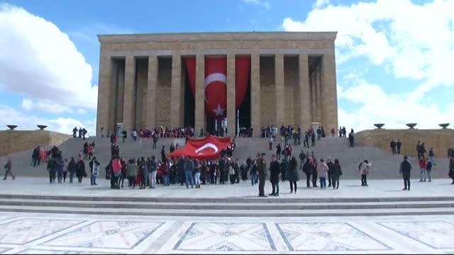 turkish citizens with their children visit the mausoleum of turkey's founding leader mustafa kemal ataturk anitkabir during the celebrations for the... - kindertag stock-videos und b-roll-filmmaterial