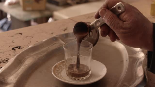 turkiskt kaffe, kairo, egypten - egypten bildbanksvideor och videomaterial från bakom kulisserna