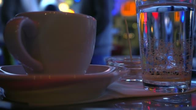 stockvideo's en b-roll-footage met turkse koffie in de straten van istanbul. - turks fruit