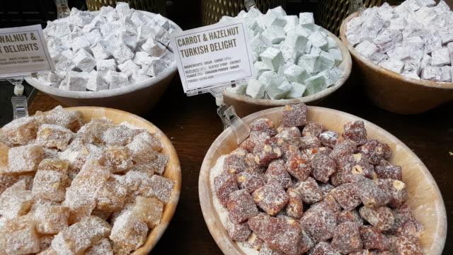 stockvideo's en b-roll-footage met turks fruit voedsel markt tentoongesteld - turks fruit