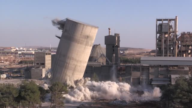 stockvideo's en b-roll-footage met turkish demolition expert blew up a 60-meter-high silo in eight seconds in the country's southeastern province on november 13, 2020. working in 18... - 40 seconds or greater
