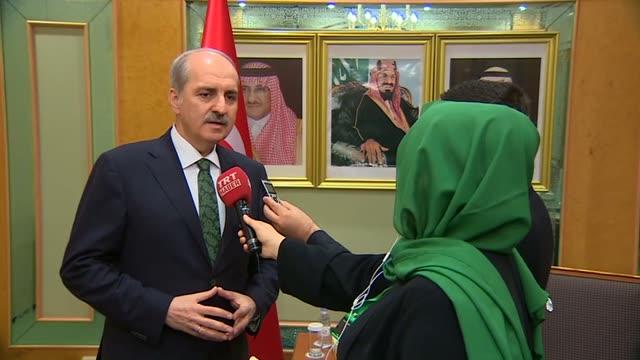 vídeos de stock, filmes e b-roll de turkish deputy prime minister numan kurtulmus speaks to journalist in jeddah, saudi arabia on december 21, 2016 after he attends the 11th session of... - jiddah