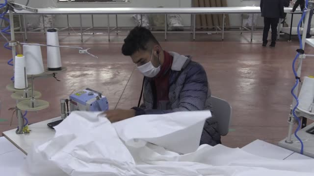 vidéos et rushes de turkish factory changed its production and started to produce protective coveralls for the health workers two weeks ago as the deadly coronavirus... - usine textile