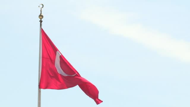 turkish flag billowing, ankara, turkey - トルコ国旗点の映像素材/bロール