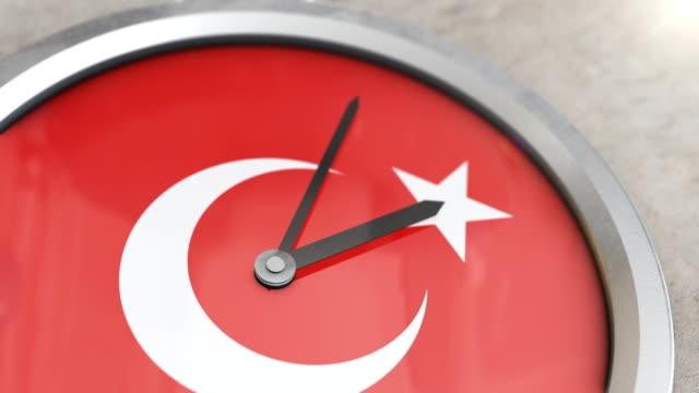 türkische fahnenuhr timelapse - türkischer premierminister stock-videos und b-roll-filmmaterial