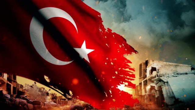türkische flagge 4k - krise / krieg / feuer (loop) - türkischer premierminister stock-videos und b-roll-filmmaterial