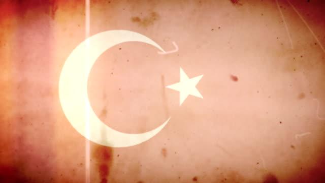 vídeos de stock e filmes b-roll de bandeira da turquia de filme velho grunge retro ansa com áudio - fuga de luz